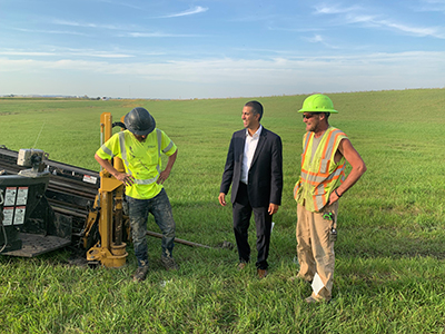 Chairman Pai meets with workers who are trenching fiber under a highway in North Dakota. Click for full size image.